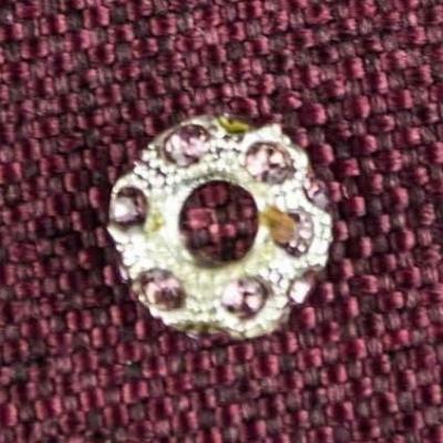 Круглая металлическая бусина с камнями