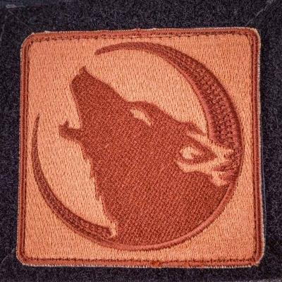 Нашивка с волком воющим на луну